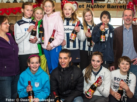 16-02-2013 huldiging zaalkampioenen met ijstaart