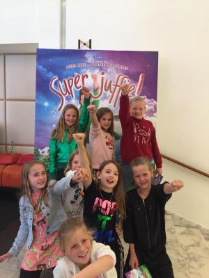 Samen op de foto bij Superjuffie!